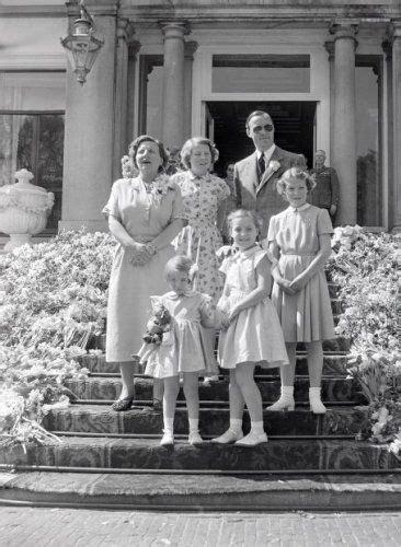 het koninginnedagdefile op paleis soestdijkjuliana