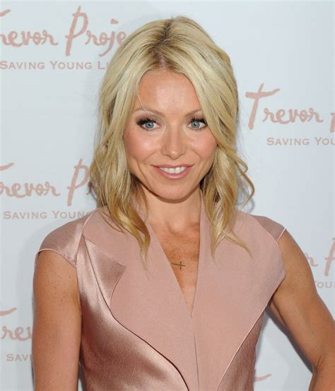 kelly ripa with curls more pics of kelly ripa medium curls 10 of 13 kelly