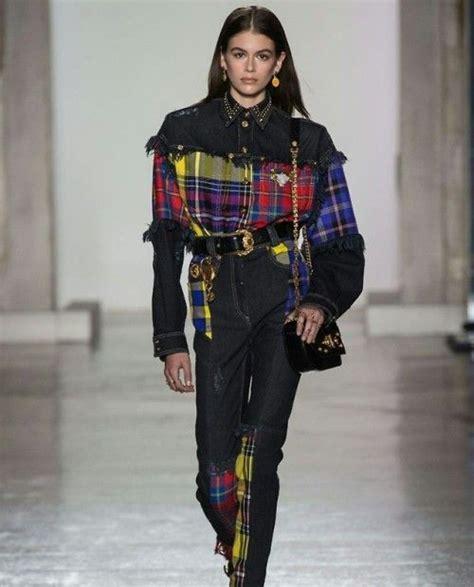 kaia gerber versace walk kaia gerber walking for versace fw18 in milan fashion week