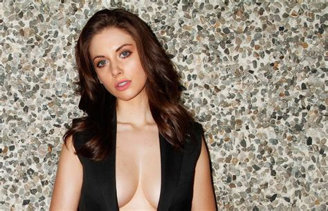 alison brie memes alison brie acts out popular memes is amazing the blemish