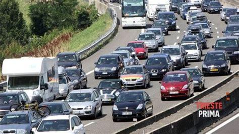 autostrada web autostrade traffico intenso in a4