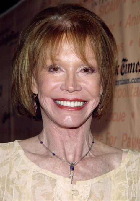 postscript mary tyler moore the new yorker mary tyler moore tv pioneer and broadway barks cofounder