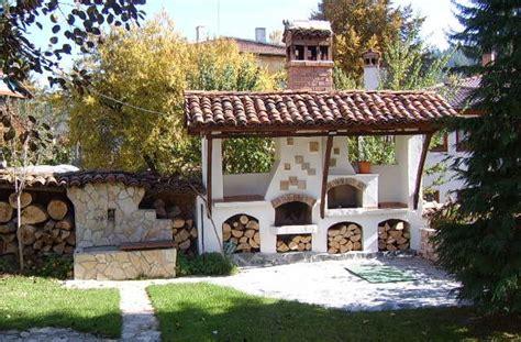come abbellire il giardino come realizzare un caminetto per esterno per abbellire il