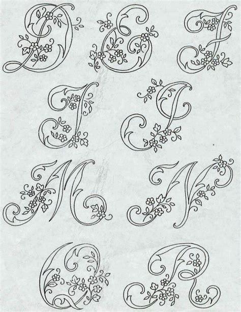 lettere alfabeto da ricamare professione donna alfabeto da ricamare con ricamo classico