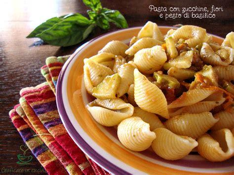 pasta con fiori di zucchine ricette pasta con zucchine fiori e pesto di basilico