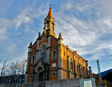 Kaos Provos convierten una iglesia asturiana en un skatepark con