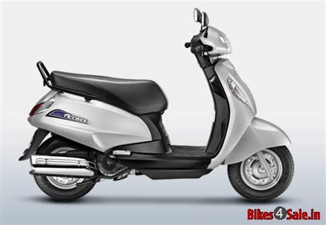 Suzuki Access Dealers Suzuki Access 125 In Metallic Sonic Silver Color Suzuki