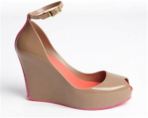 rubber pink trimmed patchuli v wedge