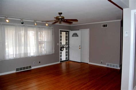 Crown Molding For Living Room by 3 Bedroom Move In Ready Midtown Tulsa Near Braden Park