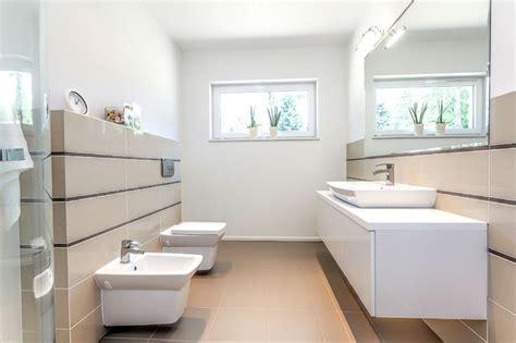 badezimmer eingebaut in speicher ideen kleine b 228 der mit wenig licht sollten wenn m 246 glich helle