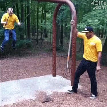 swing that shit dumme menschen sind dumm gif animated schaukel swing