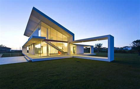 house made of glass and concrete in sicily by architrend