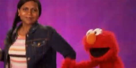 mindy kaling elmo mindy kaling and elmo dancing gives us mad happy feet