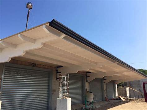 tettoie a sbalzo in legno tettoie in legno bianco tettoia in legno dettaglio della