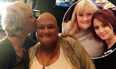 paris jackson mom paris jackson kisses her bald cancer patient mom debbie