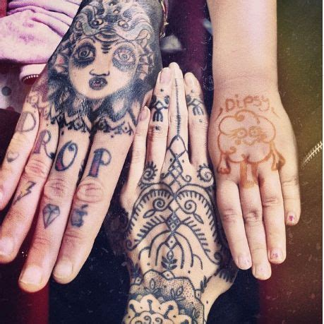 tattoo on pam oliver finger oliver sykes hand tattoos www pixshark com images