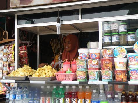 bancarella delle bancarella di cibo con delle squisite patate viaggi