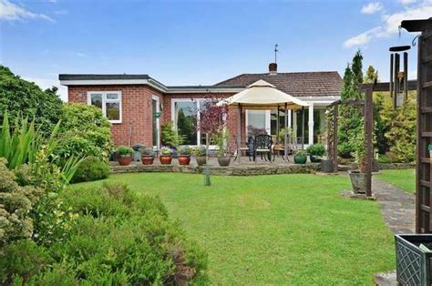 bungalows for sale in waterlooville almond waterlooville 4 bedroom bungalow for sale po8