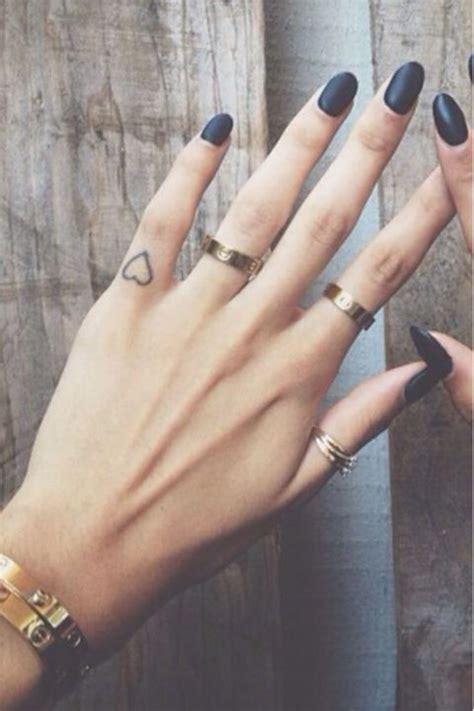 Best 25  Heart tattoo on finger ideas on Pinterest   Tatoo