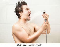 uomo nudo sotto la doccia uomo doccia immagini e archivi fotografici 6 438