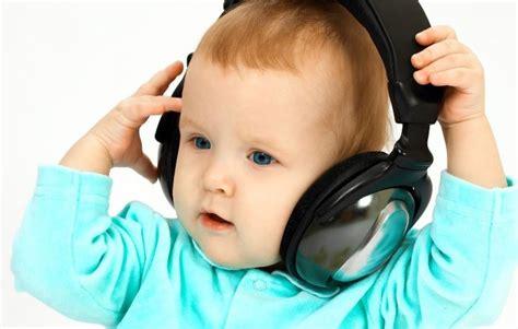 Headphone Lucu foto bayi dengan headphone lucu imut menggemaskan si momot