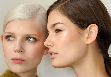 spring 2015 makeup for brown skin runway beauty dewy skin with soft smoky eyes at jason wu