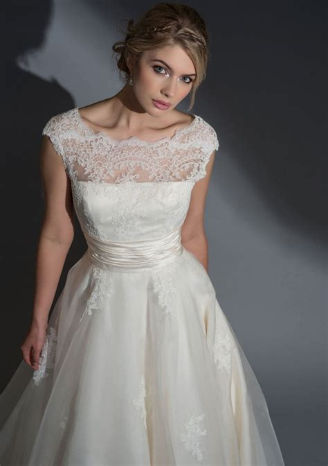 Fifties style tea length wedding dresses and steel boned corsets ? FairyGothMother