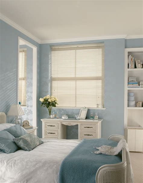 white bedroom blinds white wood venetian hillarys blinds wallpaper curtains