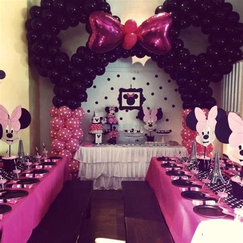 Minnie Mouse Birthday Decoration Ideas by 32 Sweet And Adorable Minnie Mouse Ideas Shelterness
