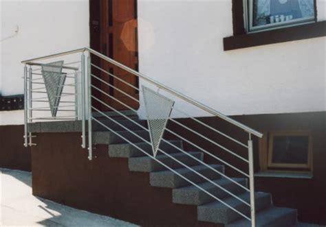Treppe Handlauf Aussenbereich by Gel 228 Nder Gel 228 Nder Verzinkt An Einer Treppe Im