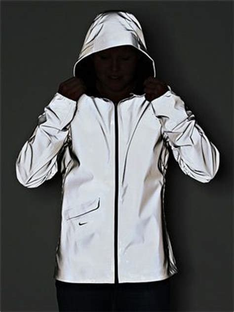 Jaket Running Nike Waterproof Ungu 1 keep safe nike vapor flash 100 reflective and waterproof running jacket run fit