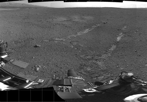 curiosity rover takes spin around mars what