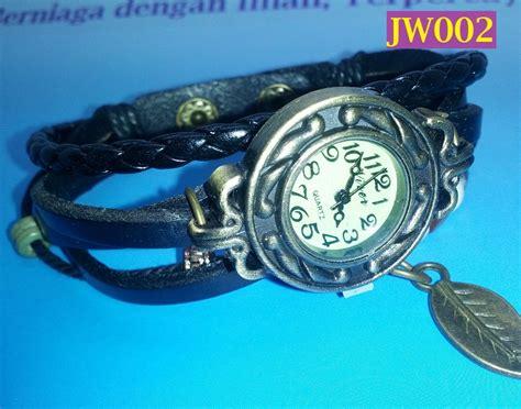 Jam Tangan Wanita 100 Kulit Sulaman Tangan Berpendan Daun Jw002 jam tangan wanita sulaman kulit berpendan daun jw002 hitam