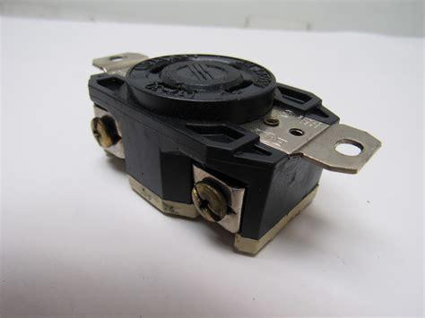 leviton l17 30 3 phase 600v 30 locking receptacle