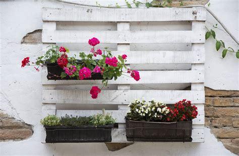 Exceptionnel Salon De Jardin Palettes #3: Palette-et-jardinieres.jpg