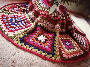 twobutterflies crocheted christmas tree skirt