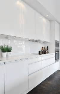 White Gloss Kitchen Cabinets by White Splashback Ideas