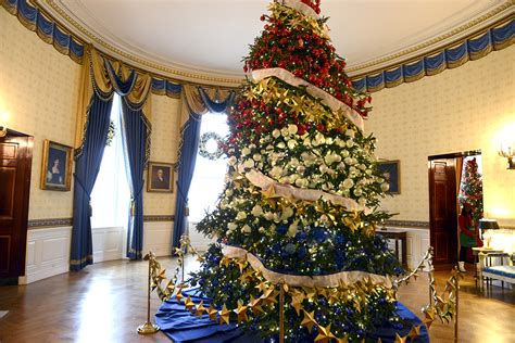 who pays for white house christmas obama unveils this year s white house decorations