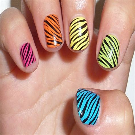 top 10 stylish nail designs for short nails on party
