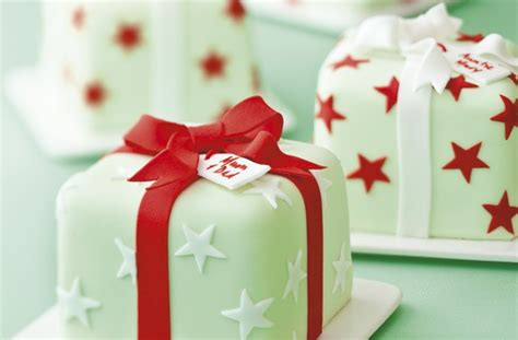 Homemade Christmas Party Decorations - 40 christmas cake ideas all wrapped up goodtoknow