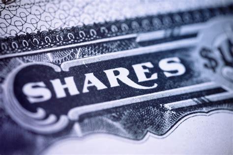 Sharefa Syari comparing the benefits and pitfalls of restricted stock