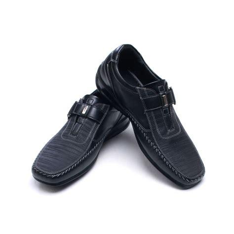 mens u line stitch detail comfort velcro wedge heel
