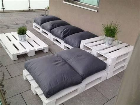 25 best ideas about pallet seating on outdoor pallet seating pallet chairs and 13 outdoor pallet seating ideas the best diy wood and pallet ideas outdoor