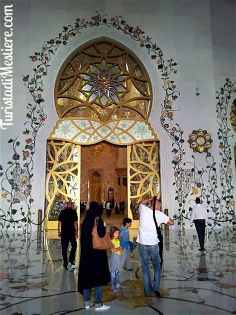 Interior Color For Home by Abu Dhabi Gran Moschea Dello Sceicco Zayed La Moschea Dei Record Turista Di Mestiere