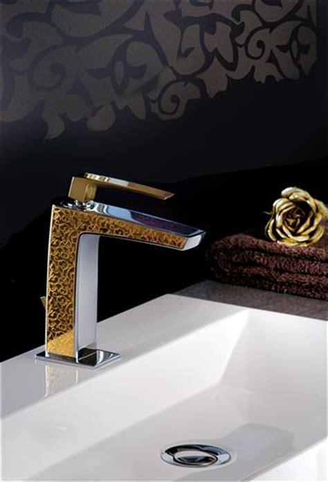 doccia dorata luce dorata per il bagno con rubinetterie fratelli