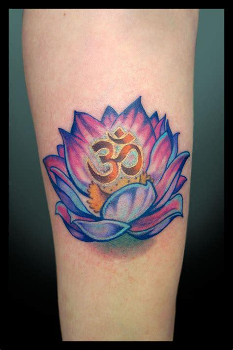 lotus flower with om tattoo designs om l 243 tus e om perfei 231 227 o e sensibilidade