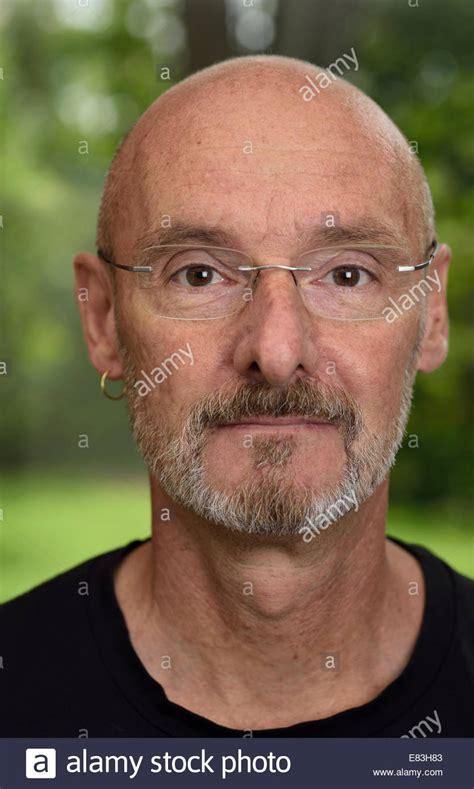 60 year old men with beards gesicht des pensionierten glatzkopf ca 60 jahre alt mit