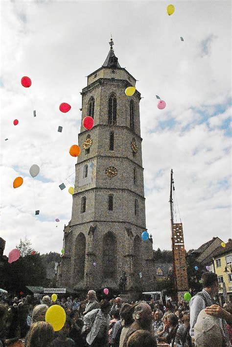 bunte stehlen bunte luftballons f 252 r den frieden zahlreiche festbesucher