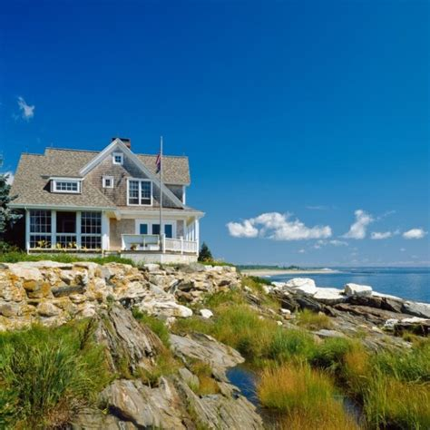 Seaside Cottages Maine cottage with a fabulous 3 season screened porch