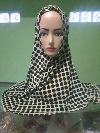 Jilbab Polkadot jilbab polkadot hitam putih murah grosir